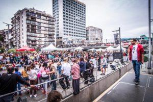 Vigo Street Stunts Crowd Enjoying the Day! photo by Antia Mendez